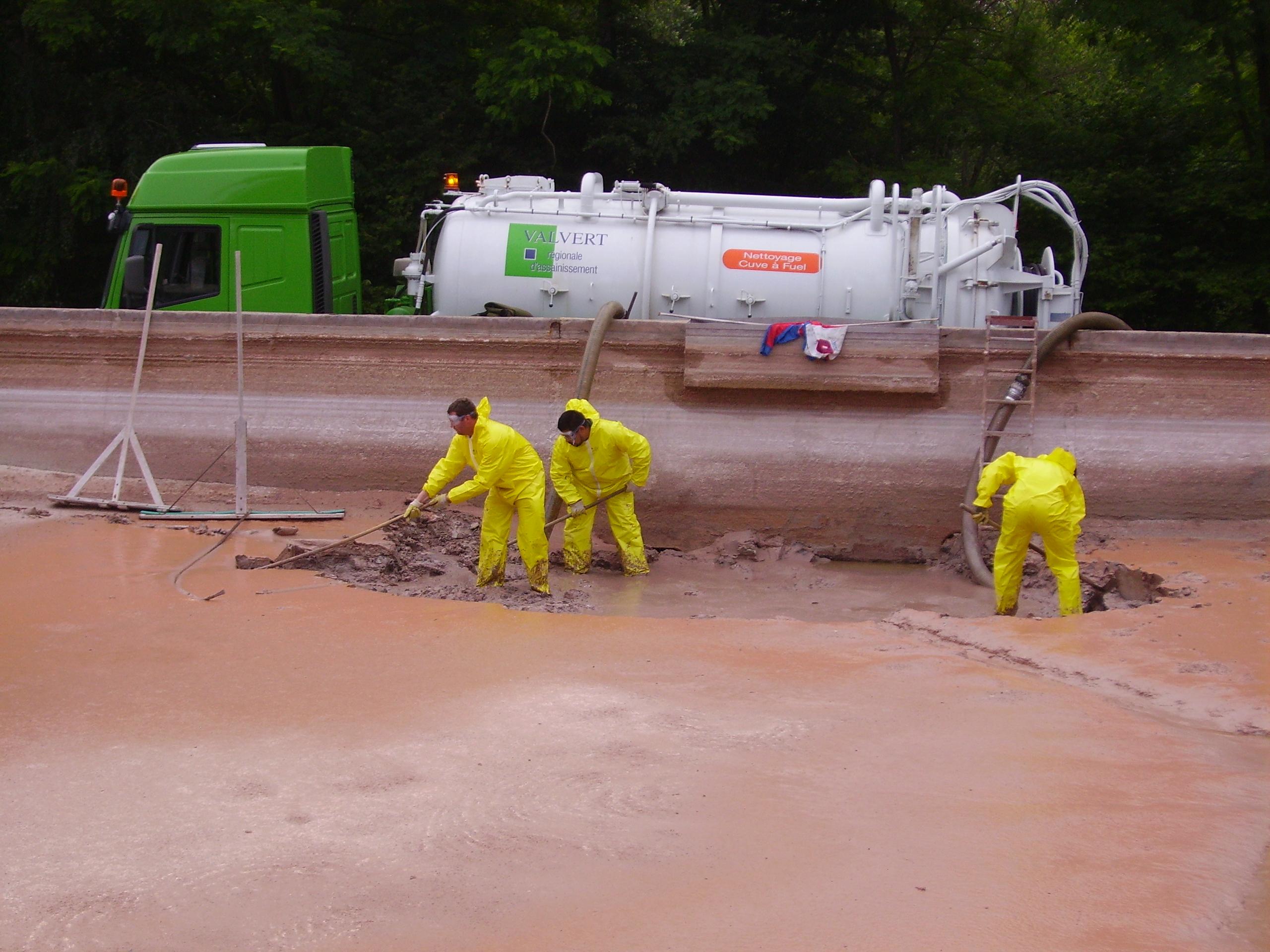 Nettoyage industriel et collecte de d chets en aubergne et rh ne alpes - Bassin de jardin nettoyage ...